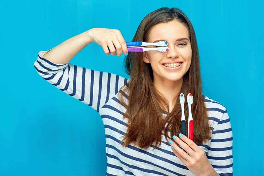 ¿Cómo cepillarse los dientes y elegir la pasta dental adecuada?