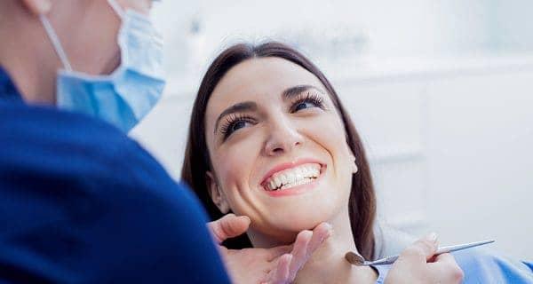 ¿Qué es la limpieza dental y cuáles son sus beneficios?